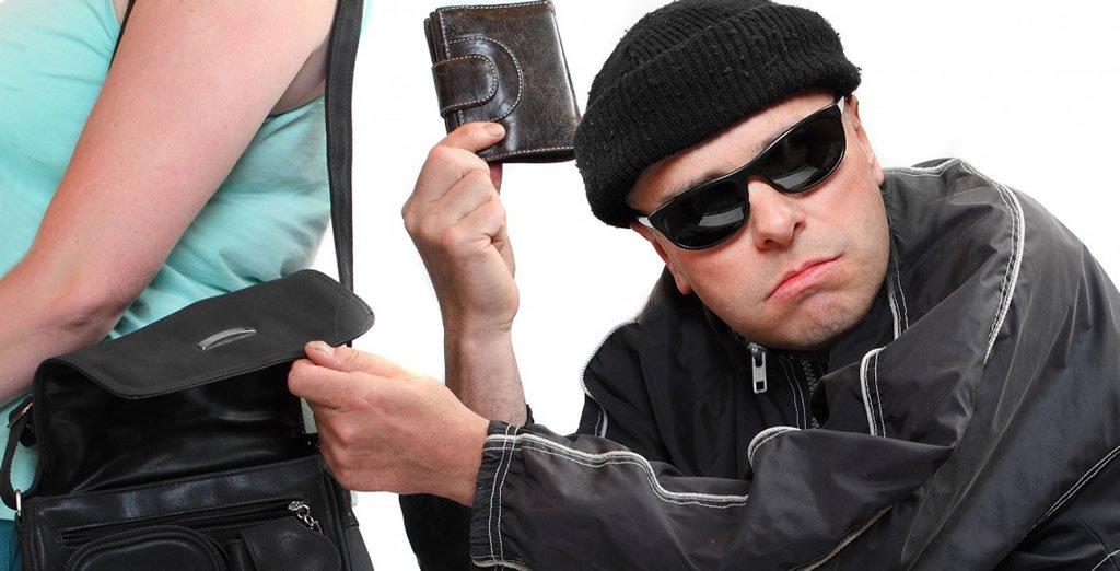 Arona: арестованы двое мужчин, укравших у одного туриста 540 евро
