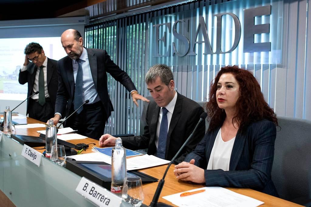 """Правительство Канар """"продает"""" в Мадриде уникальные экономические возможности островов"""