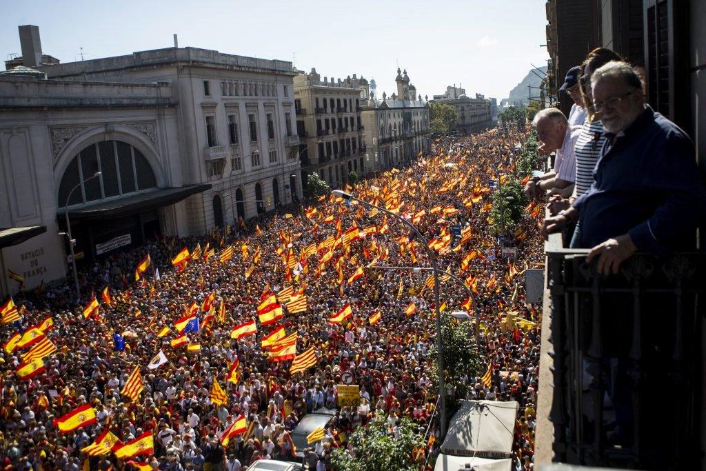 Более миллиона человек участвовали в манифестации за единую Испанию в Барселоне
