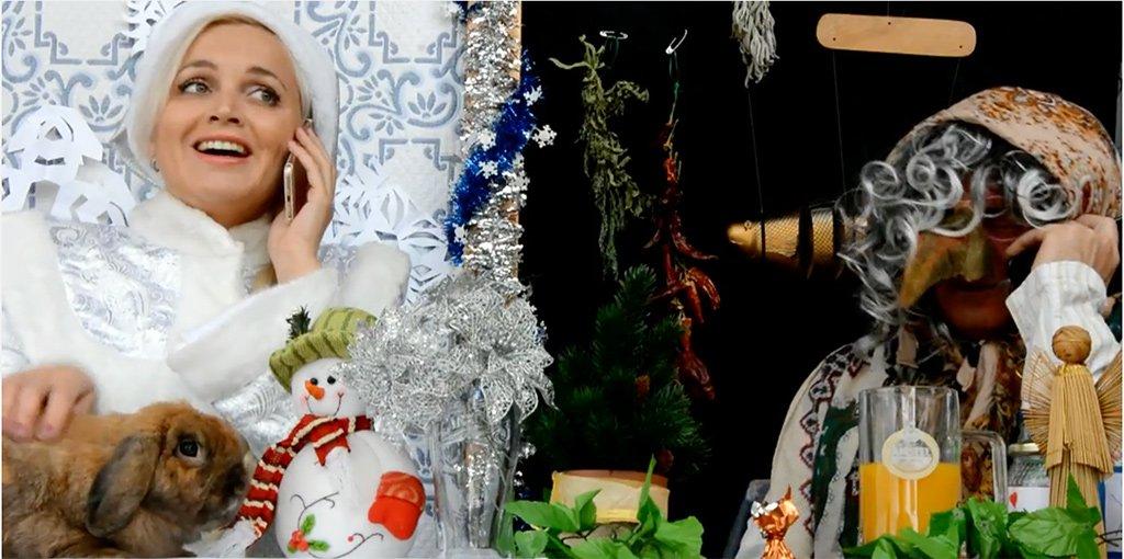Какая прелесть! Снегурочка и Баба-Яга ищут Деда Мороза... на Канарах!