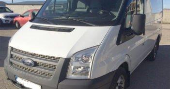 Украли фургон и, убегая от полиции, повредили более 10 припаркованных авто