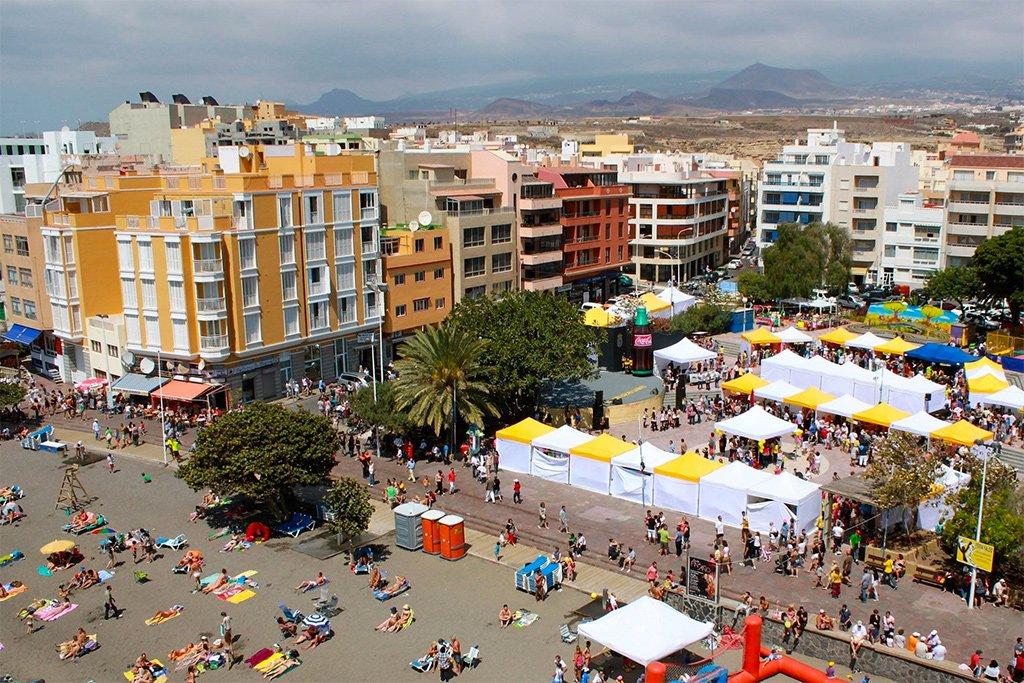 Местные канарские продукты, тапас, вина - всё это на празднике в El Médano, на Тенерифе