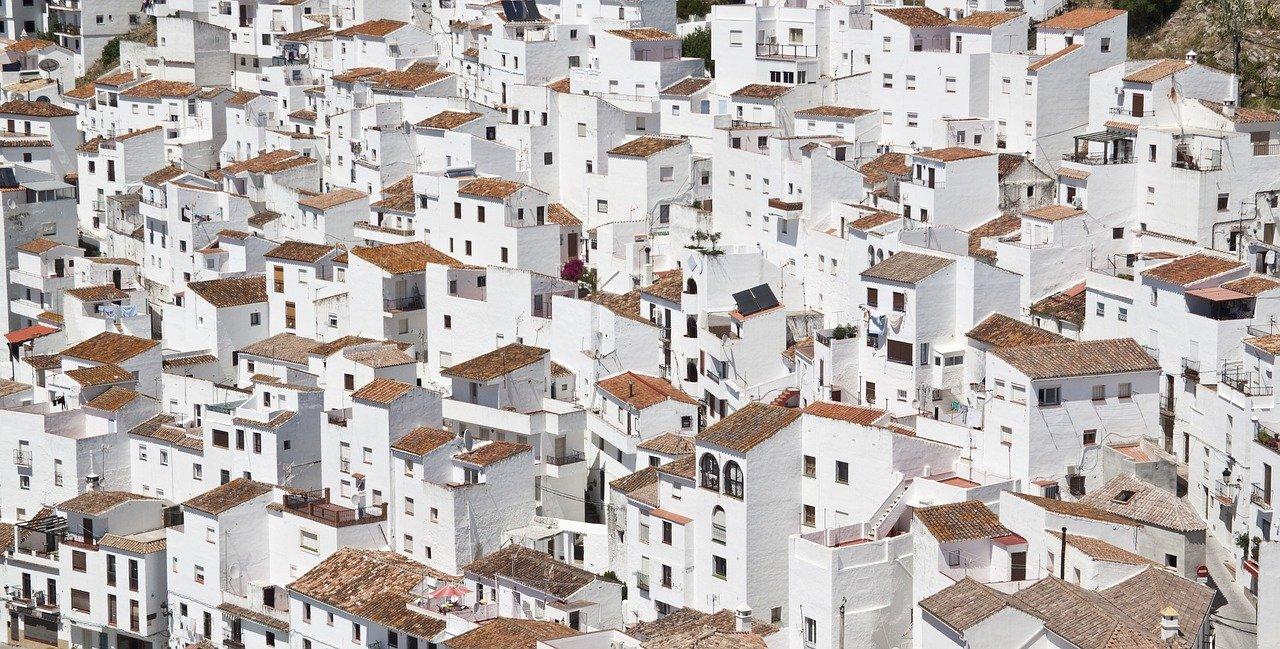 Продажи жилья замедляются: средняя цена упала в июле на 4,5 процента