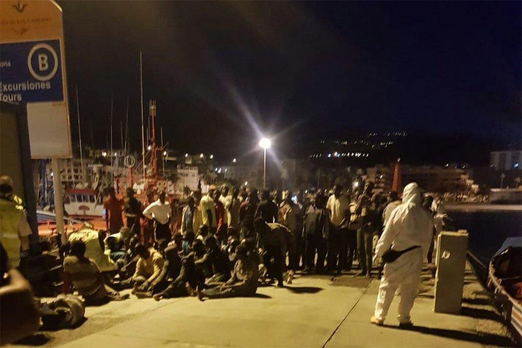 Лодка с 72-мя мигрантами прибыла сегодня на рассвете на юг Тенерифе