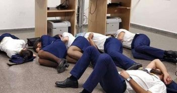 Экипажи четырех самолетов Ryanair спали несколько часов на полу перед вылетом