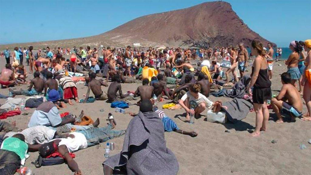 """""""Чрезвычайная ситуация"""" в столице Тенерифе из-за отсутствия жилья для иммигрантов"""