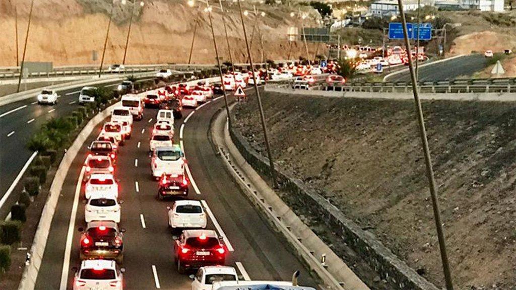 """Южное шоссе Тенерифе """"задыхается"""" от машин"""