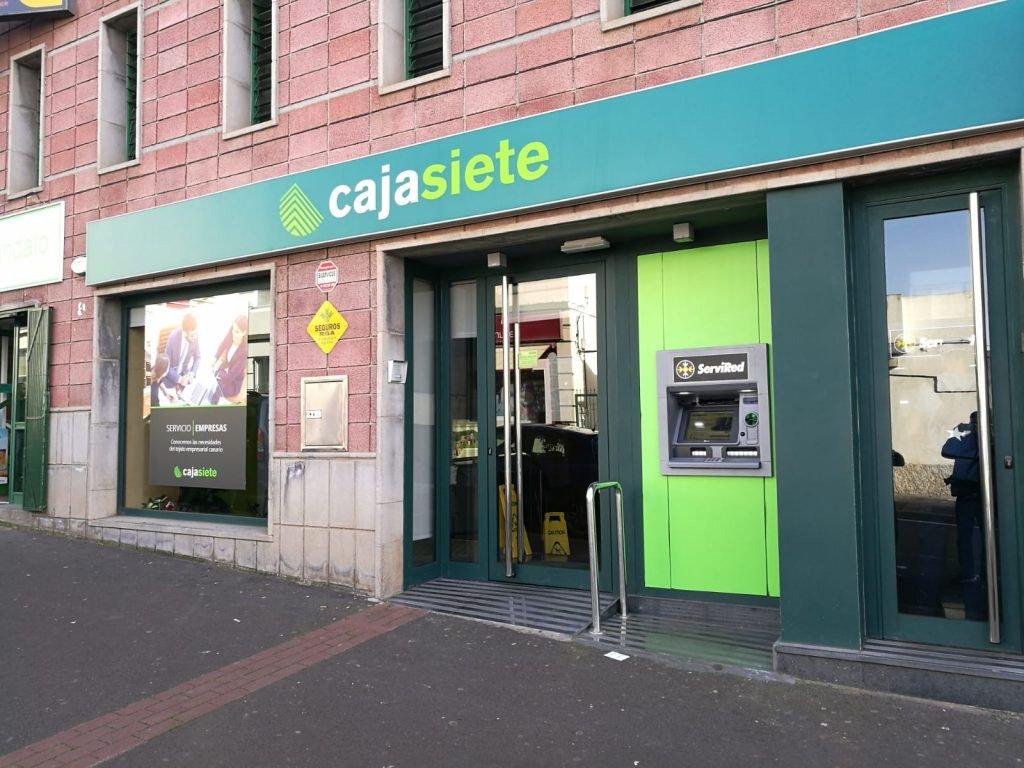 Ограбление под дулом пистолета в офисе Cajasiete в Tacoronte