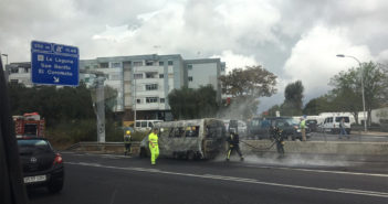 Сгорел микроавтобус на шоссе на севере Тенерифе