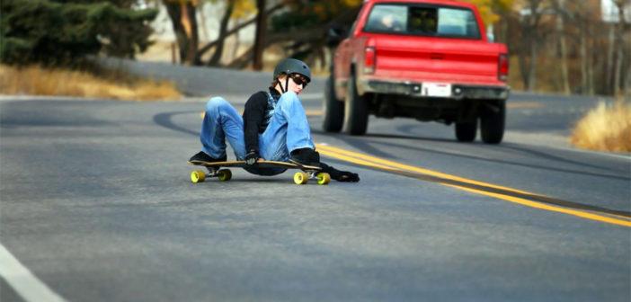 На Тенерифе водитель сбил девушку, катавшуюся на роликах по шоссе