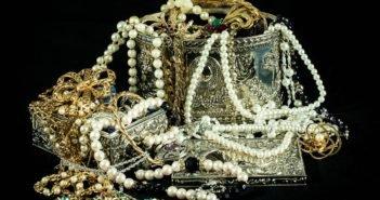Задержали на Тенерифе группу, скупавшую краденые золото и серебро