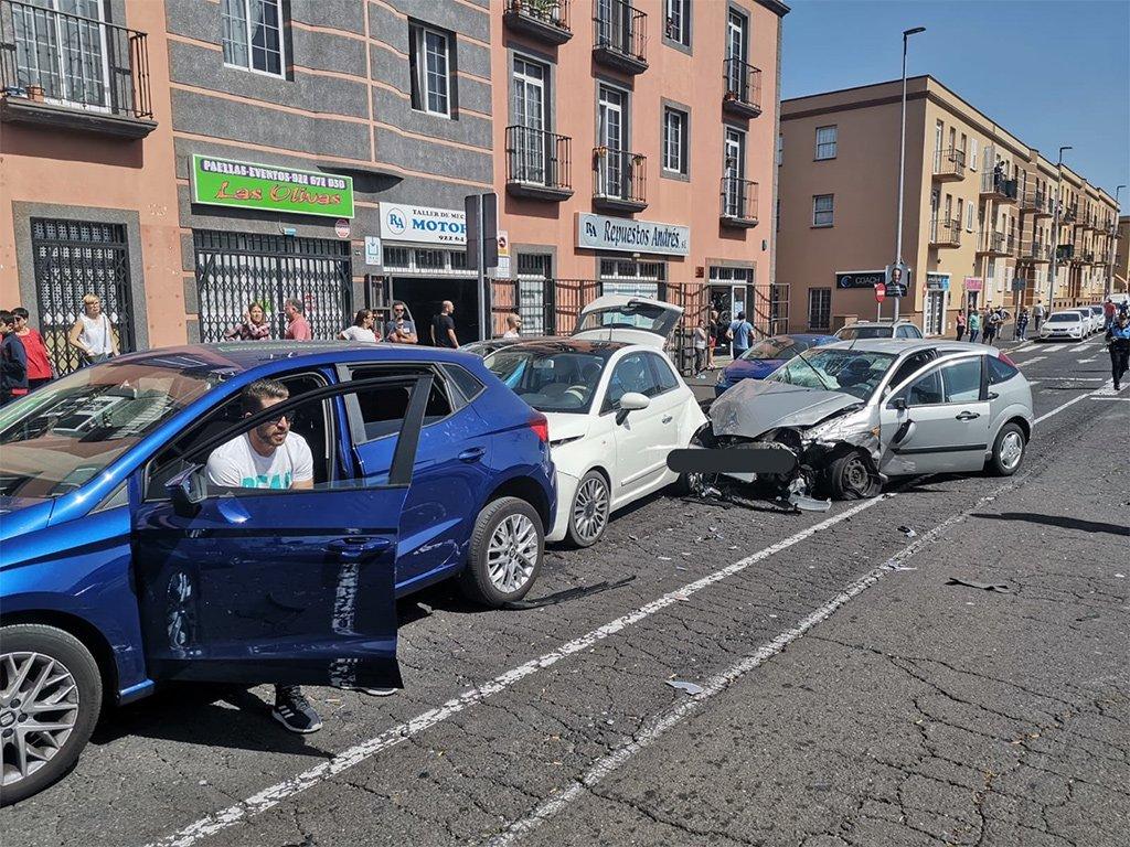Авария с участием нескольких машин оставила трёх раненых