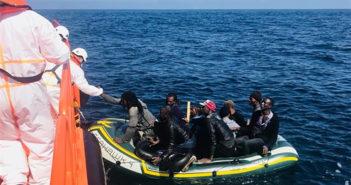 Почти 7000 мигрантов добрались до Испании на лодках в этом году