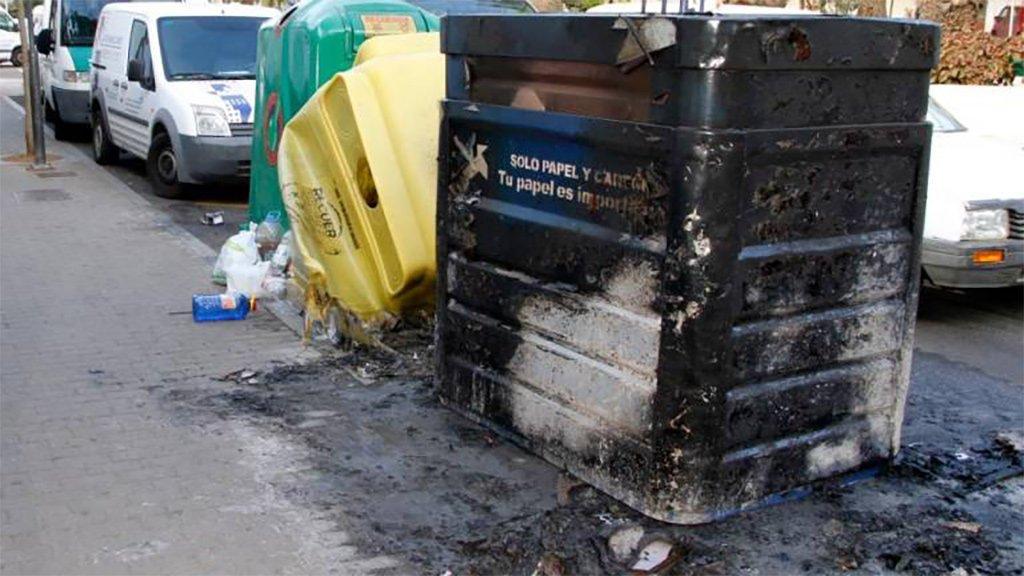 Поймали мужчину, поджигавшего контейнеры для мусора