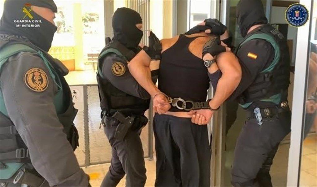 Искали беглеца в США - поймали на Тенерифе