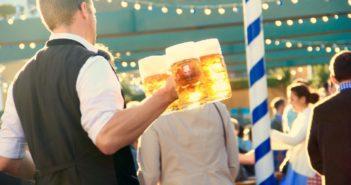 Не хватает официантов: новый закон резко сократил возможности найма