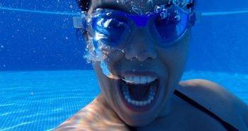 Дефекация в бассейнах, новое тупое развлечение молодёжи в Испании