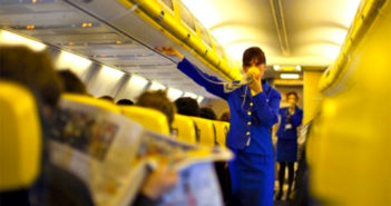 Экипажи Ryanair объявили забастовку по поводу закрытия баз на Канарах