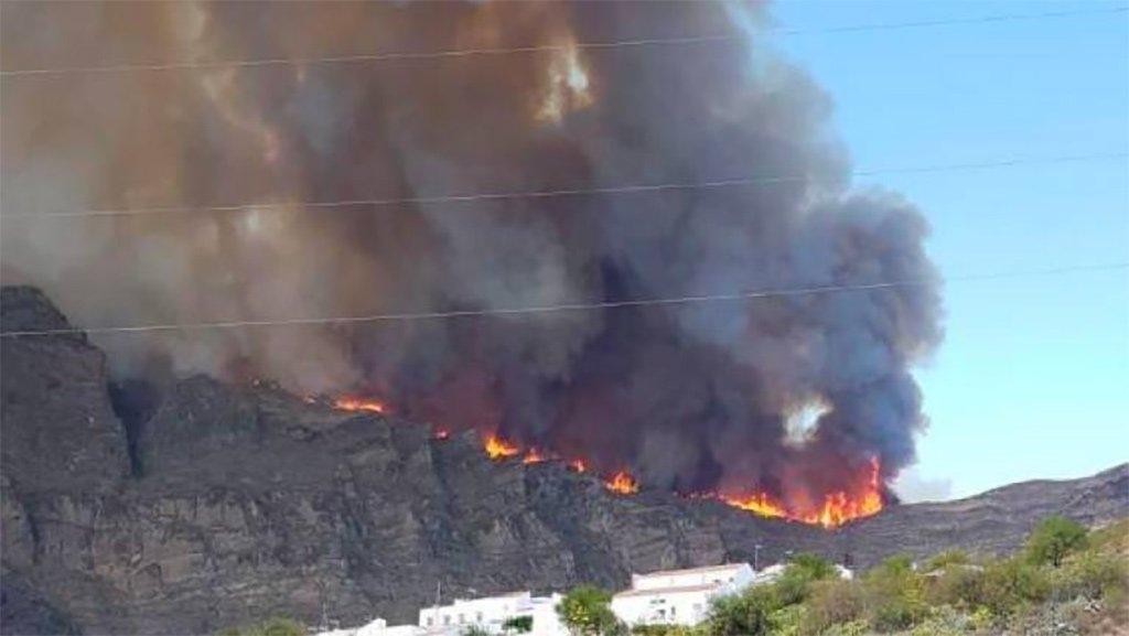На Гран Канария новый пожар, эвакуируют поселения