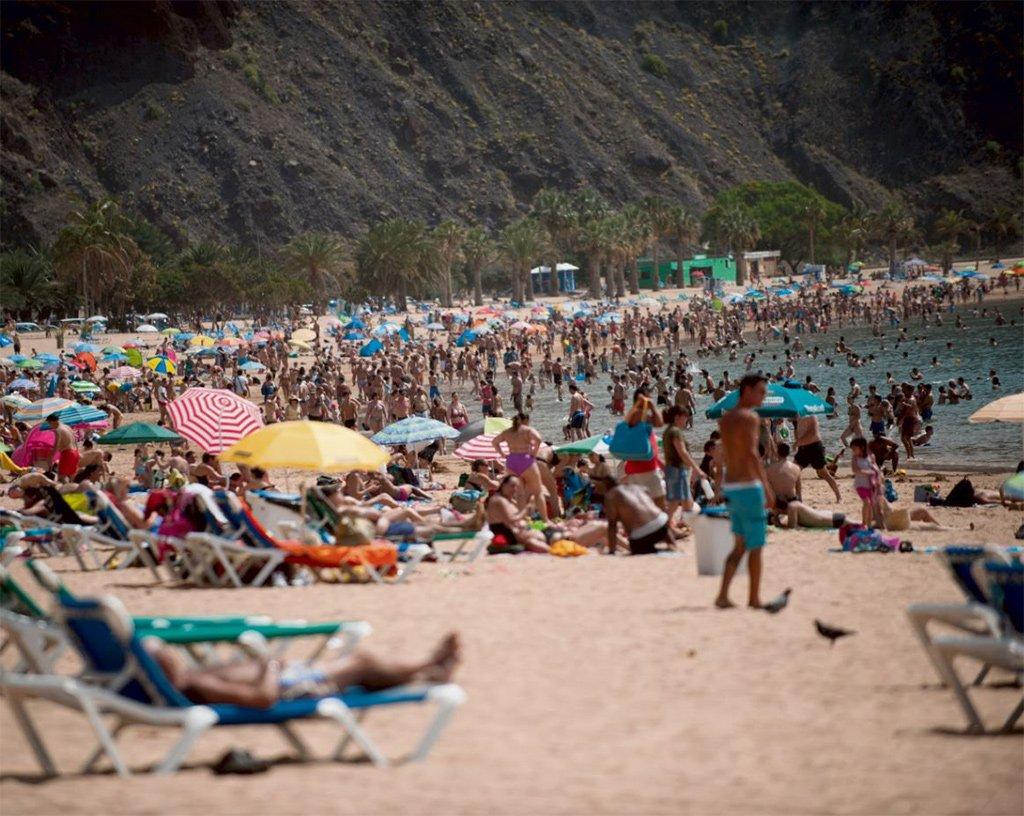 Канары избежали волн европейской жары, однако лето будет долгим