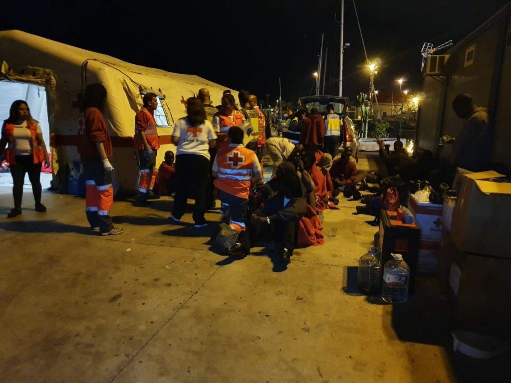 Лодка с 33-мя нелегалами этой ночью прибыла на юг Тенерифе