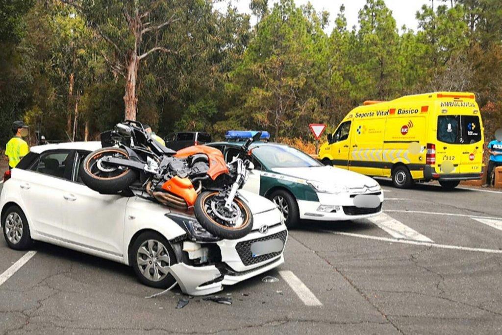 Las Raíces: киношное столкновение мотоцикла и автомобиля