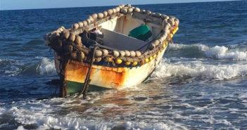 Десятки нелегалов прибыли на Канарские острова в лодках