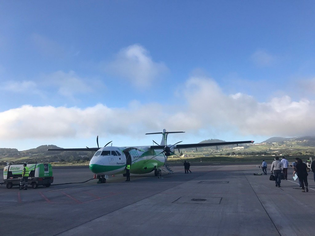 Аварийная посадка самолёта на Канарах из-за мотора