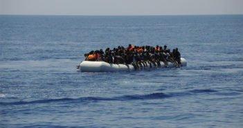 Лодка с 45-ю мигрантами прибыла на пирс Muelle de Arguineguín (Gran Canaria)