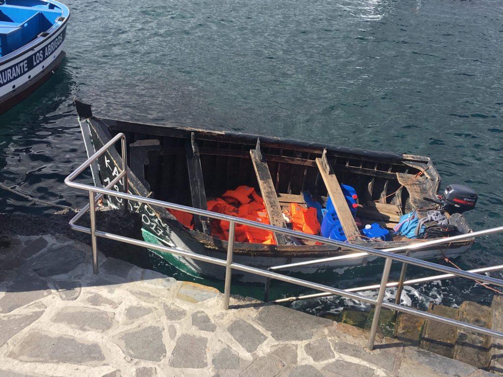 Лодка с нелегалами из Африки — теперь в Los Abrigos