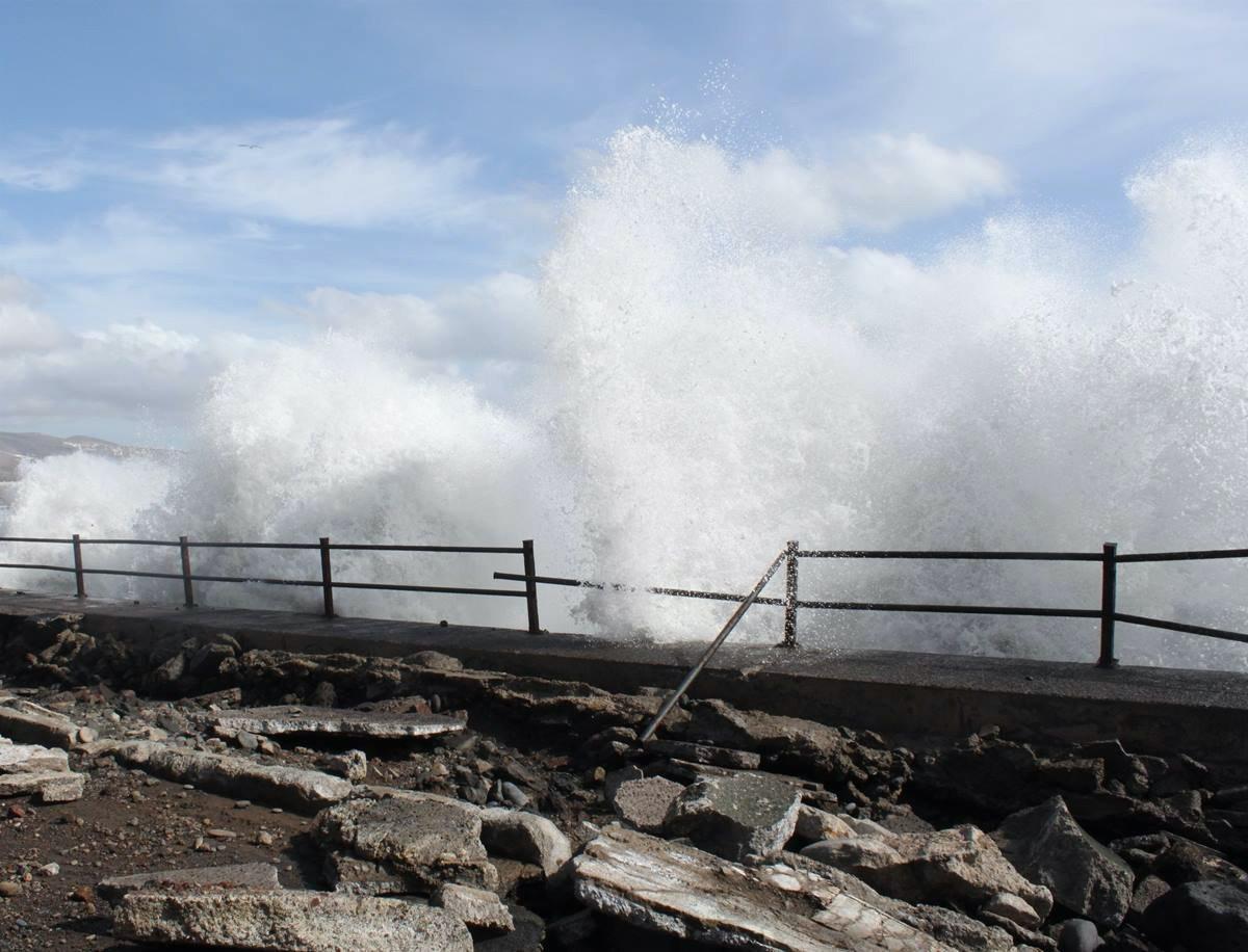 """Канарские острова ждёт """"бешеные"""" ветры и неспокойный океан возле побережья"""