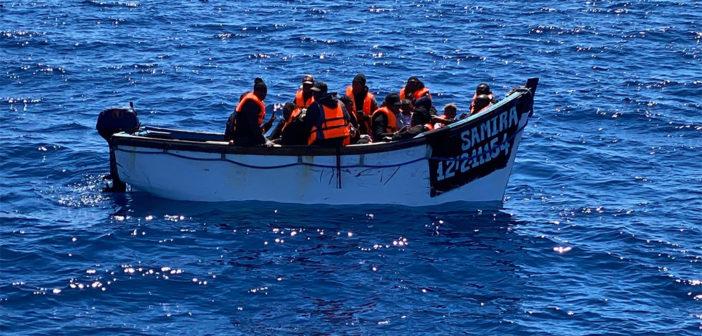 Лодка с мигрантами самостоятельно добралась до Los Abrigos, Tenerife
