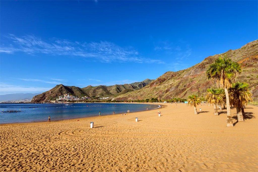 Наконец-то о пляжах: прогулки по берегу и два метра между полотенцами