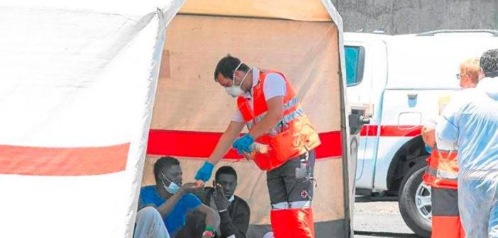 Канары: нелегальный иммигрант дал второй положительный тест на коронавирус
