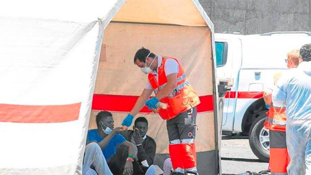 Пять мигрантов, прибывших вчера на лодке, дали положительный результат
