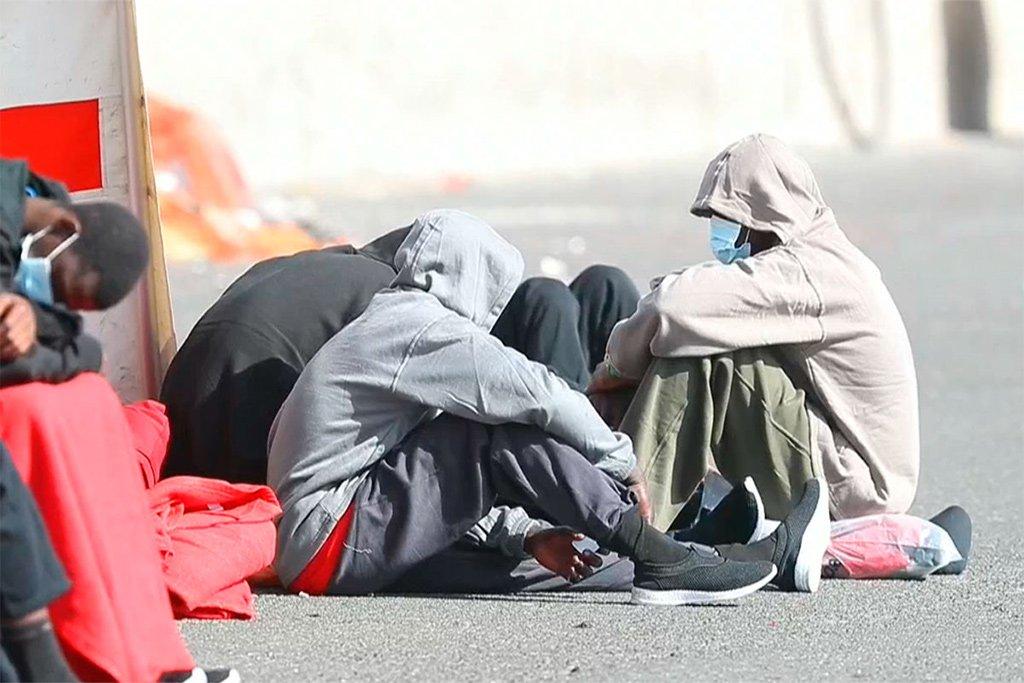 Марокко обнаружило десятки людей с коронавирусом в лодке с мигрантами на Канары