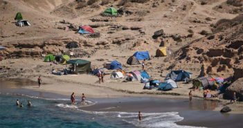 Ocupas разрушают в La Caleta охраняемую природную зону