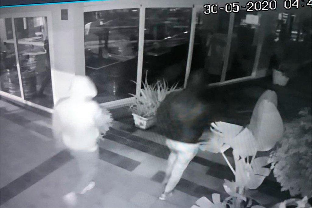 Тенерифе: обокрали ресторан в Fañabé - полиция ищет троих