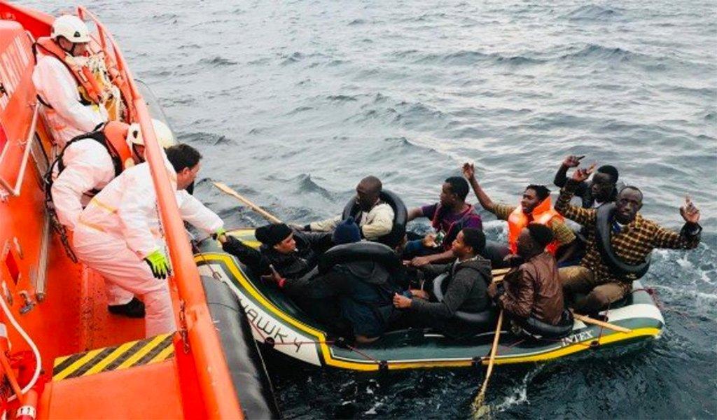 Мигранты: более строгие правила против Covid-19, чем для туристов