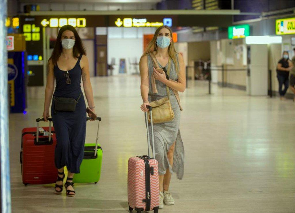 Британия не сдаётся: не рекомендует лететь на Канарские острова