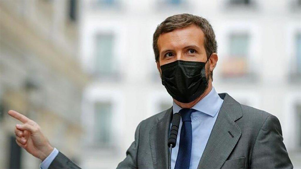 """Лидер PP назвал """"трусом"""" президента Испании за то, что тот не защищает короля"""