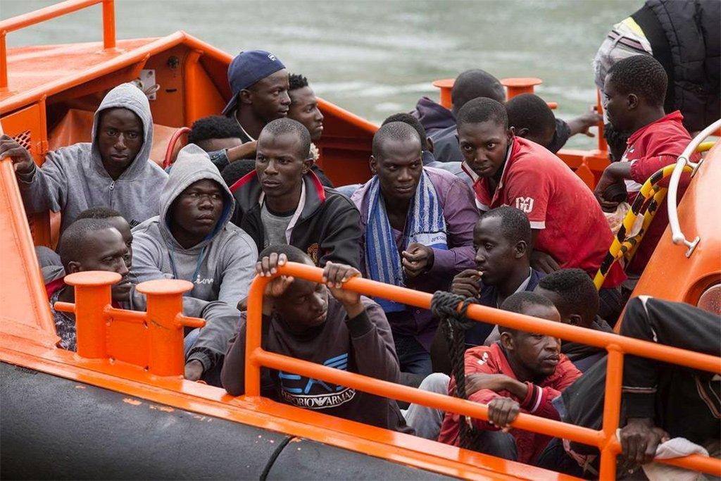 Проблема с мигрантами на Канарах растёт, Мадрид отмалчивается