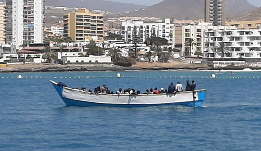 Тенерифе: прибыла лодка с десятками мигрантов и одним покойником на борту