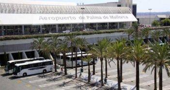 Пьяный бритт устроил дебош во время полёта в Испанию, откусил ухо земляку