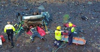 Тенерифе: три человека пострадали при падении авто в ущелье