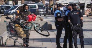 """Беднота, бездомные и мигранты - """"новая реальность"""" на юге Тенерифе"""