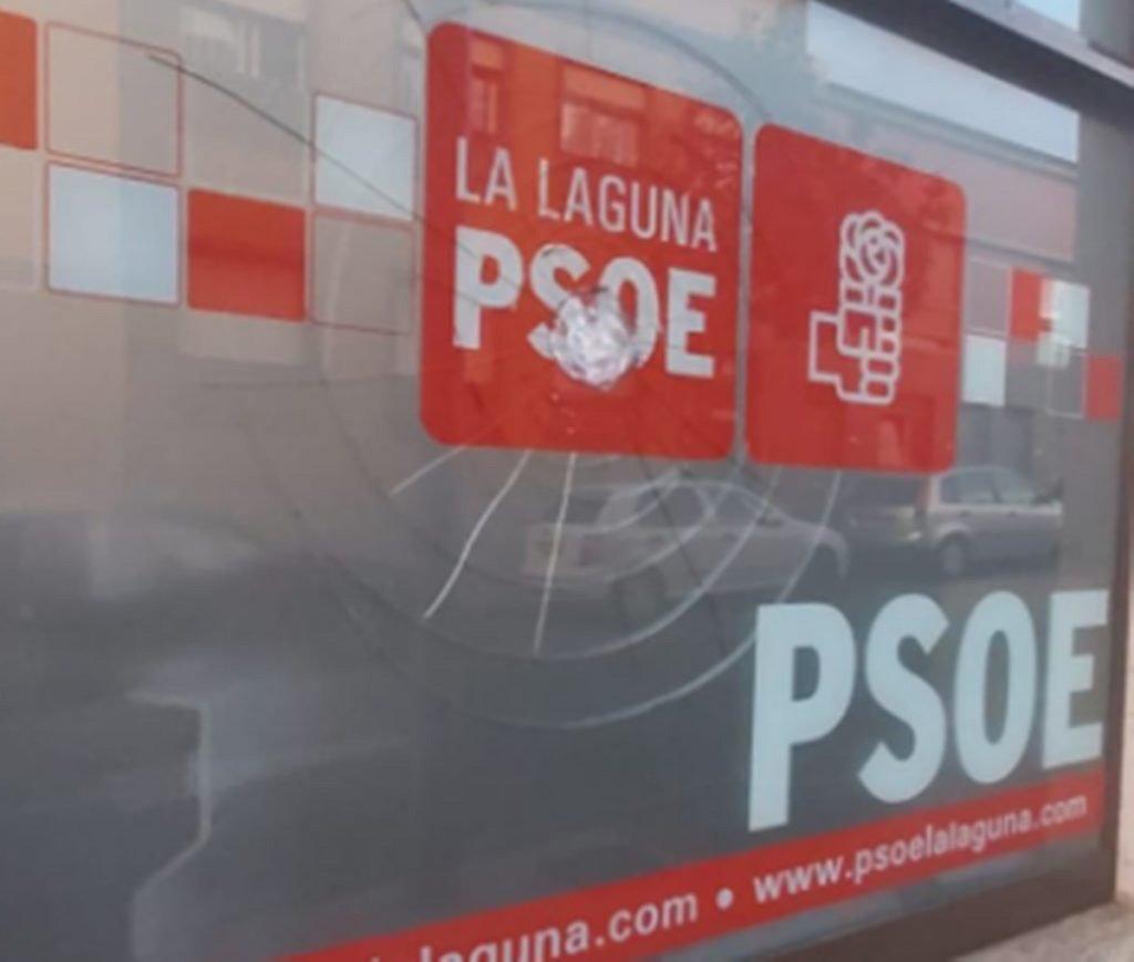 """Избиратели на Тенерифе """"благодарят"""" камнями офисы правящей партии"""