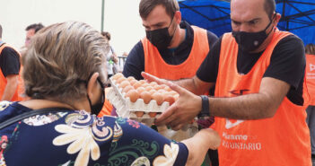 Очереди в столице острова Тенерифе за пакетами с едой