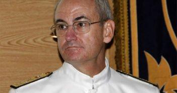 """Начальник штаба ВМС Испании: """"Обязанность военных кораблей - спасать людей с лодок"""""""
