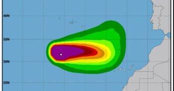 """Тропический ураган """"Theta"""" направляется к Канарским островам"""
